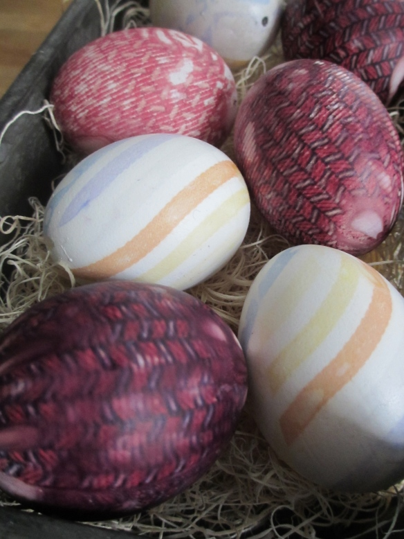 Tie-Dyed Eggs by somethingwewhippedup.com