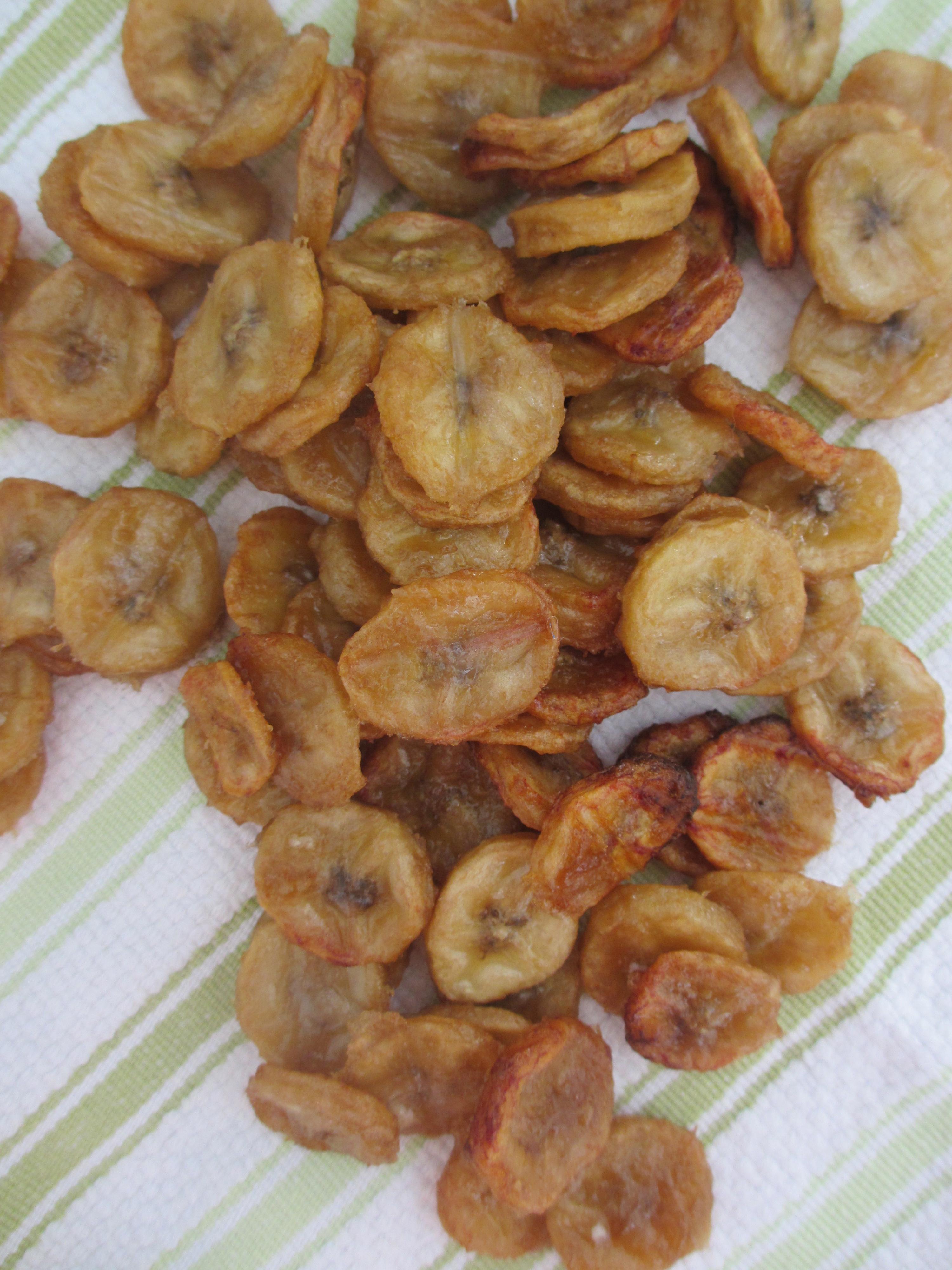 Baked Banana Chips by somethingwewhippedup.com
