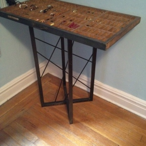 Iron base for antique letterpress tray jewelry stand (somethingwewhippedup.com)