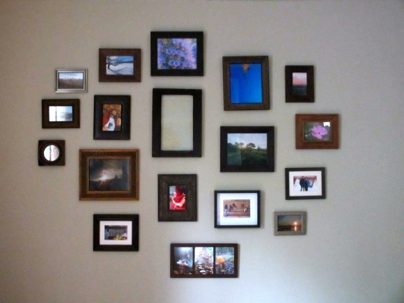 A large gallery wall (somethingwewhippedup.com)