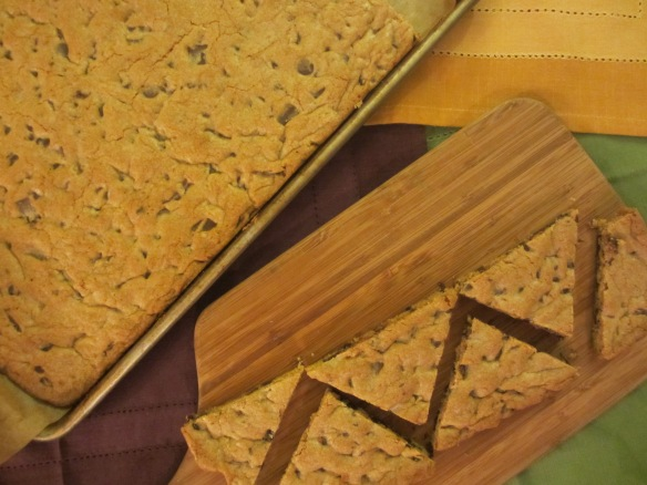 A Cookie for a Crowd - An oversized chocolate chip cookie cut up for serving (somethingwewhippedup.com)